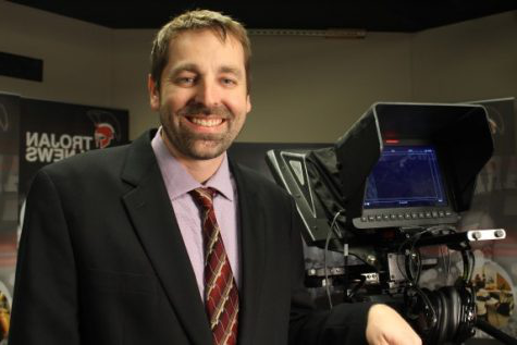Broadcast adviser Justin Ford, Park Hill and Park Hill South high schools, earned the 2020 今年的新闻老师 honor.